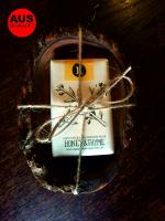 Olivenholz Seifenschale mit der HELLEO Handgemachte Kretische Bio-Olivenöl Seife mit Honig & Thymian