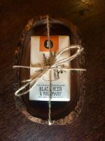 Olivenholz Seifenschale mit der HELLEO Handgemachte Kretische Bio-Olivenöl Seife mit Schwarzbier & Rosmarin